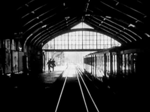 Saison 1 / Episode 1 – Walking Man
